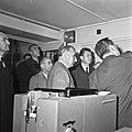 1963 Visite de Mrs Georges Pompidou et Edgard Pisani au CNRZ-15-cliche Jean Joseph Weber.jpg