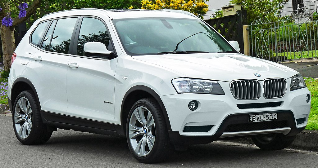 2011 BMW X3 (F25) xDrive28i wagon (2011-11-18) 01