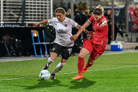 20180405 FIFA Women's World Cup Qualification AUT-SRB Feiersinger Stefanovic 850 6735.jpg