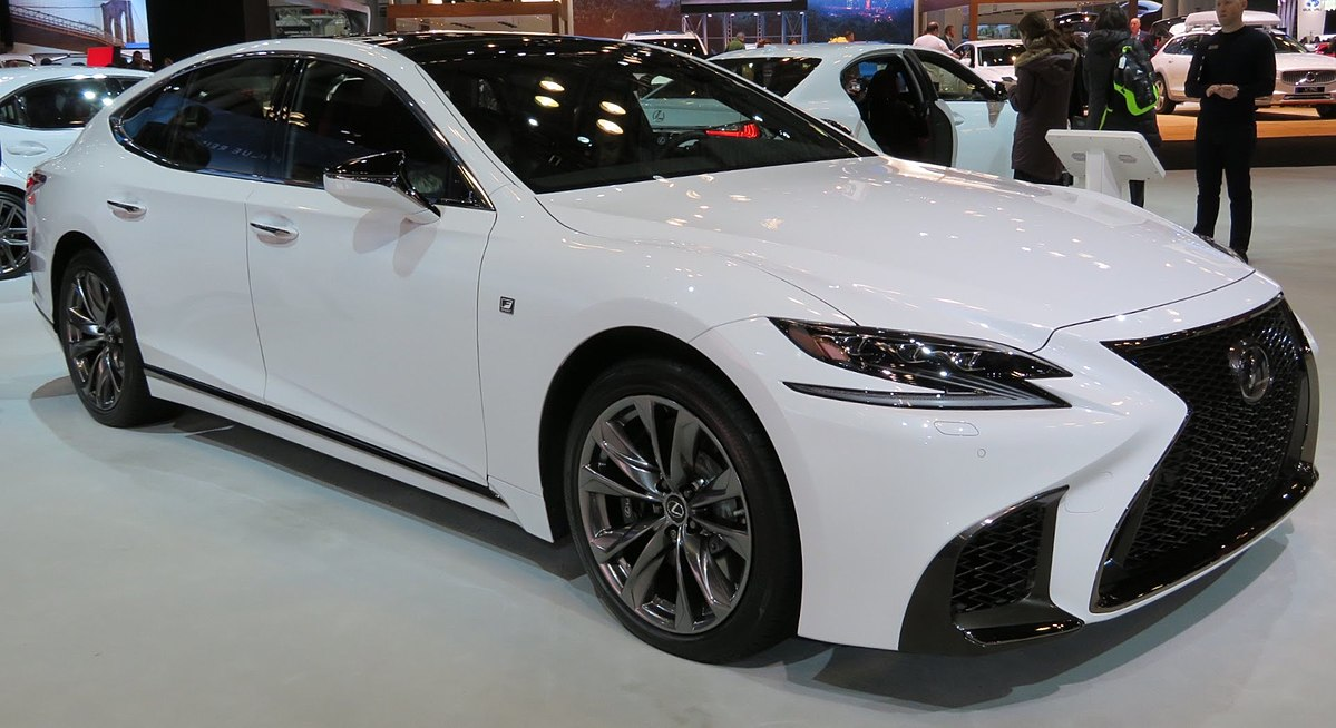https://upload.wikimedia.org/wikipedia/commons/thumb/d/d7/2018_Lexus_LS500_front_4.2.18.jpg/1200px-2018_Lexus_LS500_front_4.2.18.jpg