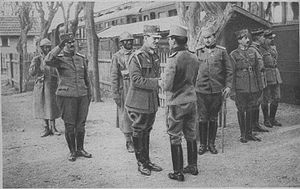Alexander I of Yugoslavia - Alexander I (center right) shaking hands with Alexander of Greece (center left) on the Macedonian Front, 5 May 1918