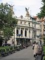33 Náměstí Míru, al fons el Teatre de Vinohrady.jpg