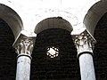 395 Banys Àrabs de Girona, capitells del templet de l'apodyterium i lluerna del sostre.JPG
