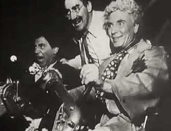 English: L. to R. : Chico, Groucho & Harpo Mar...