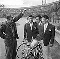 Aankomst eerste renners van de wereldkampioenschap wielrennen, vlnr de Japan, Bestanddeelnr 910-5663.jpg