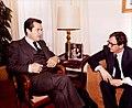 Adolfo Suárez conversa con el consejero de Interior del Consejo General del País Vasco y secretario general del PSE, Txiqui Benegas.jpg