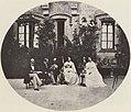 Albert, Joseph - Damen und Herren im Hofe von Schloss Hohenschwangau (Zeno Fotografie).jpg