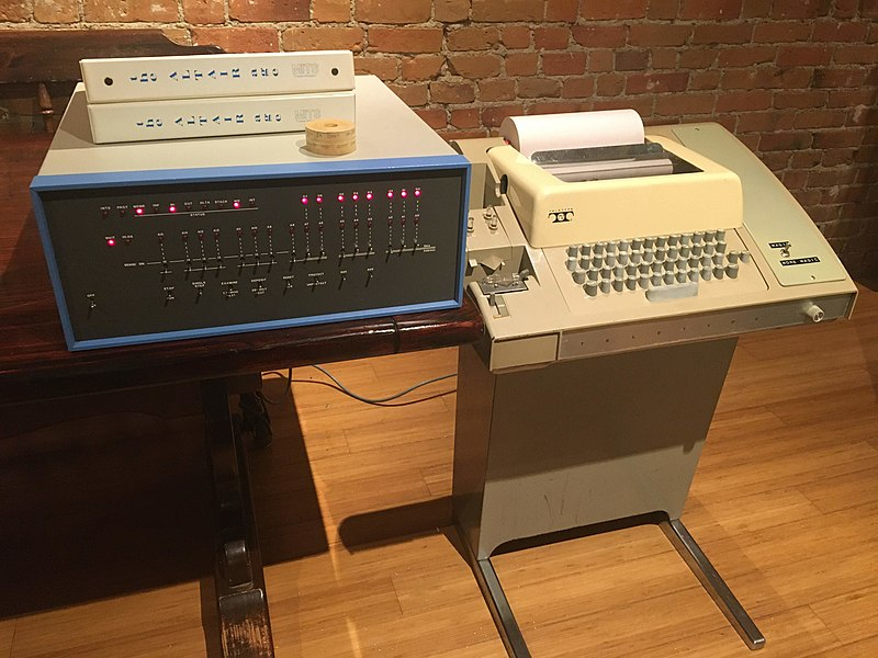 800px-Altair_8800_and_Model_33_ASR_Teletype_.jpg