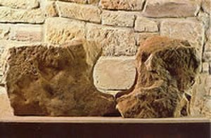 Altendorf (megalithic tomb) - The two-part entrance stone to the burial chamber (Regional Museum Wolfhagen).