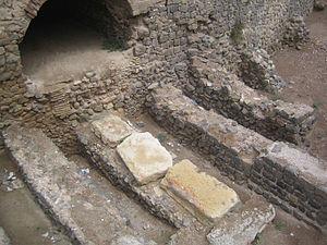 Contrafuertes del anfiteatro romano de Cartagena bajo la plaza de toros.