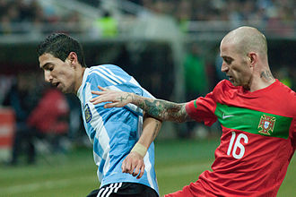 Raul Meireles - Ángel Di María (left) and Meireles (right) battle for the ball during a friendly match between Portugal and Argentina on 9 February 2011.