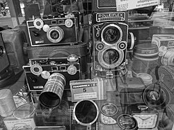 Antique Rolleiflex and other cameras for sale in Madrid, Spain.JPG