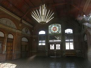 Stadt Apolda - Blick in die Halle des Bahnhofs...