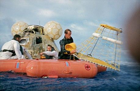 Apollo 13 recovery (S70-35631).jpg