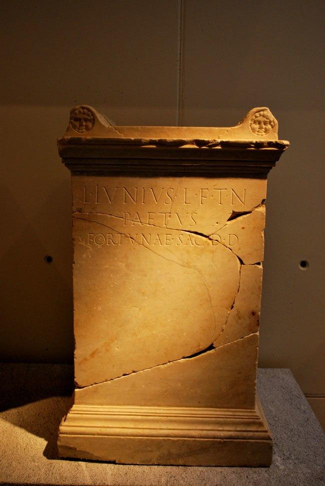 Ara Lucius Iunius Paetus