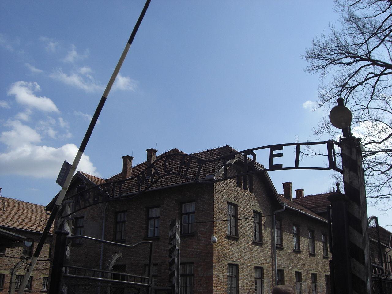 Arbeit macht frei, Auschwitz I, Polonia.jpg
