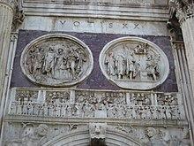 Rilievi circolari dell'epoca dell'imperatore Adriano e fregio contemporaneo all'arco
