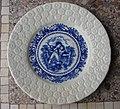 Assiette pécheur manufacture de faïence St Amand-Les-Eaux (Nord) Porcelaine opaque.JPG