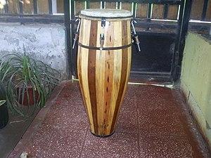 Atabaque - Image: Atabaque (confeccionado por Pancho Piñones)