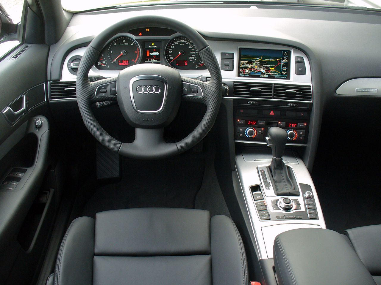 File audi a6 allroad 3 0 tdi quattro tiptronic for Interieur audi a6