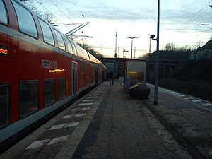 Frankfurt (Oder)-Rosengarten station - RE 1 on platform 1