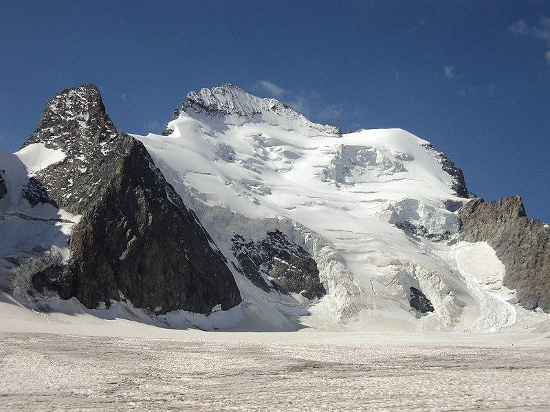 File:Barre et Dome des Ecrins.jpg