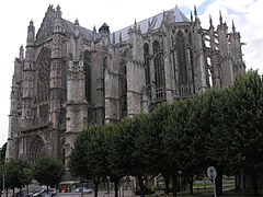 Beauvais Cathedral SE exterior.jpg
