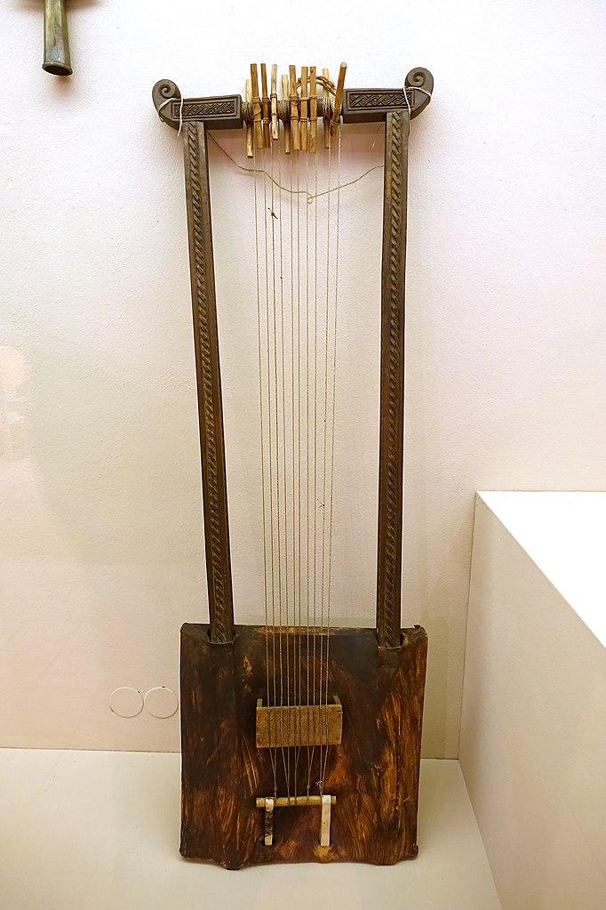 File:Begena, Ethiopia, wood, leather, skin, bowel strings ...