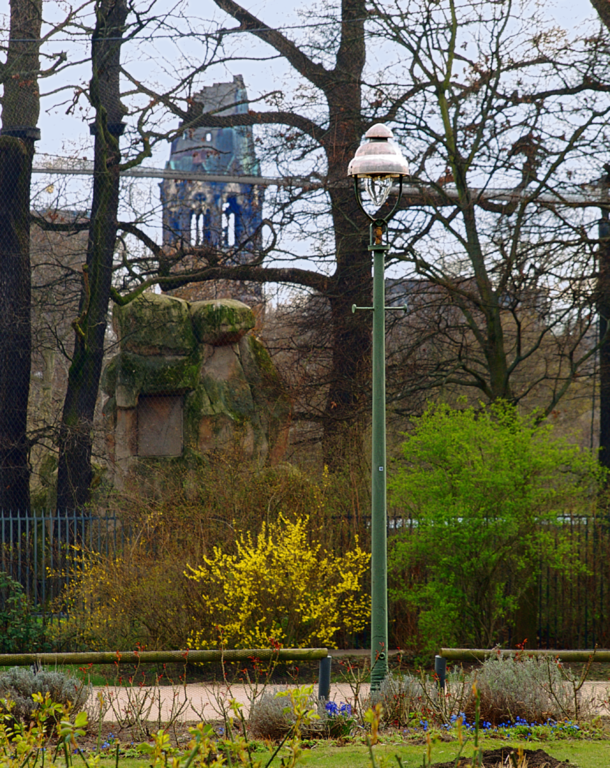 Gas street lamp type bamag u7 on Tiergartenufer in Berlin–Tiergarten