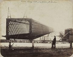 Beyer Construction of Kierbedź Bridge.jpg