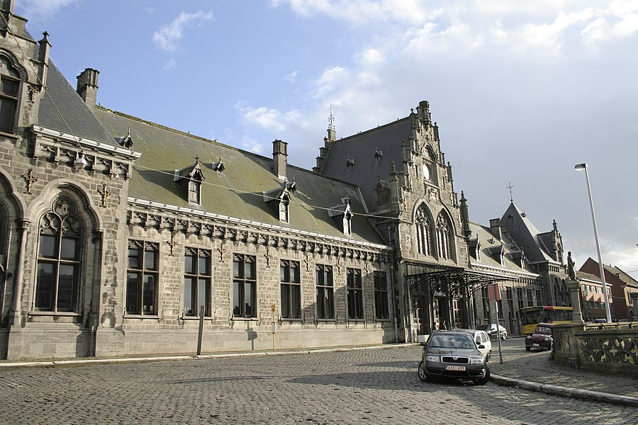 Binche  (Belgium), Place Derbaix. – The train station.