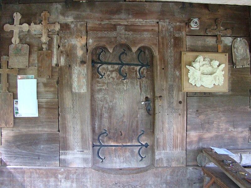 Fișier:Biserica de lemn din Lăpus (26).JPG