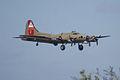 Boeing B-17G-85-DL Flying Fortress Nine-O-Nine Landing Approach 07 CFatKAM 09Feb2011 (14797178809).jpg