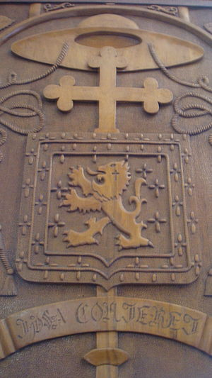 Ecclesiastical heraldry - Coat of arms of the Bishop Antônio de Castro Mayer, carved in a wooden door in a Church.