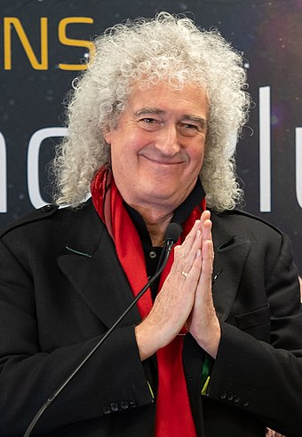 May at Johns Hopkins University on 31 December 2018 prior to the New Horizons flyby of the Kuiper belt object Ultima Thule Brian May (NHQ201812310024) (cropped).jpg