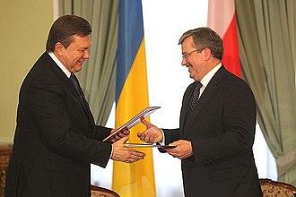 Viktor Yanukovych - Yanukovych with Poland's President Bronisław Komorowski, 3 February 2011