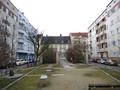 Brunnenhof, Blick Richtung Carl-Kraemer-Grundschule.png