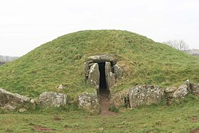 Bryn Celli Ddu, entrance from the north-east