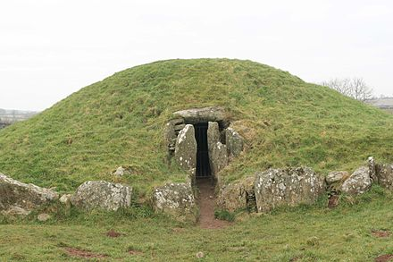 Bryn Celli Ddu, a late Neolithic chambered tomb on Anglesey BrynCelliDdu3.jpg