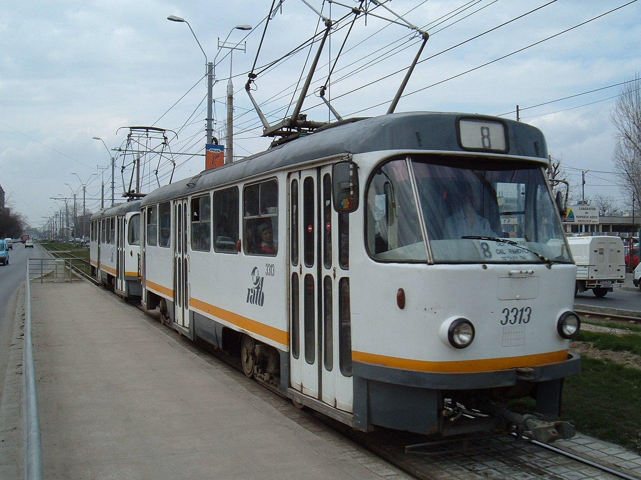 Tramwaj Tatra T4 linii 8 na Timi Toara Boulevard