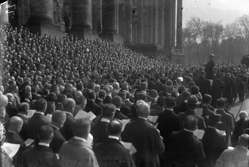 Bundesarchiv Bild 102-00022, Berlin, Kundgebung gegen Ruhrbesetzung