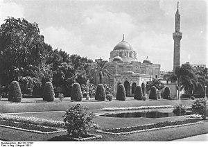 Qasr El Nil Street - The Abdeen Palace and its gardens, above the eastern end of Qasr El Nil Street (circa early 1900s).