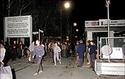 Bundesarchiv Bild 183-1989-1110-018, Berlin, Checkpoint Charlie, Nacht des Mauerfalls