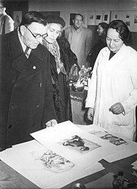 Bundesarchiv Bild 183-33853-0002, Dresden, Besuch Sergej W. Gerassimow, Lea Grundig.jpg