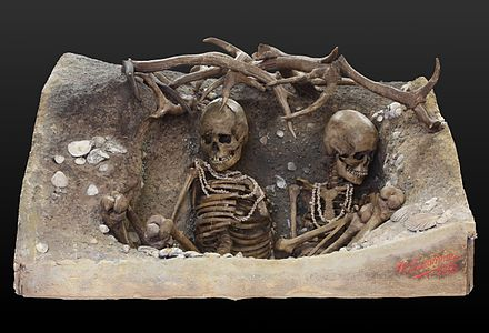 Reconstruction of the Mesolithic tomb of two women from Teviec, Brittany. Burial IMG 1858.jpg