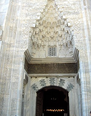 Green Mosque (Bursa) - Entrance with mocárabe half-dome