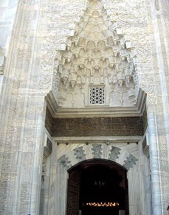 Green Mosque (Bursa) - Entrance with mocárabe half-dome