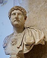 La barba e i capelli dell'imperatore Adriano