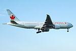 C-FNNH Boeing 777 Air Canada (14806181701).jpg