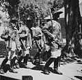 COLLECTIE TROPENMUSEUM Lijfwachten van de Sultan van Jogjakarta in traditioneel kostuum tijdens een bezoek van gouverneur Bijleveld aan de Kraton van Sultan Hamengkoe Boewono VIII TMnr 60033555.jpg